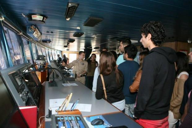 Alunos da UALg Portimão visitam navio Prisendam