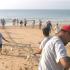 Arte Xávega: Pescadores  recolhem as redes à força de braço na Meia Praia em Lagos