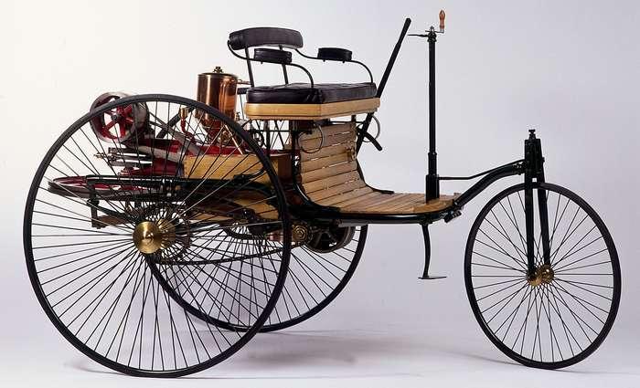 veículo com motor a gasolina em 1886
