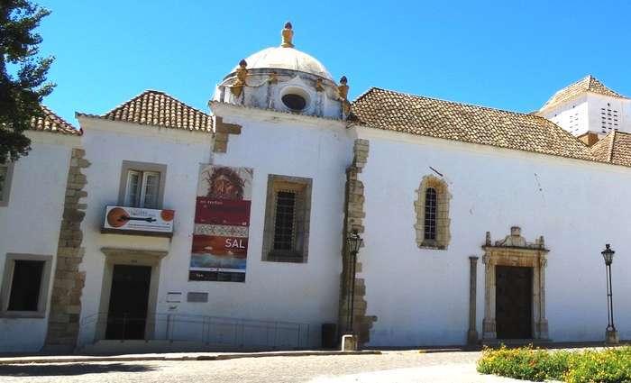 Museu Municipal de Faro no antigo convento de Nossa Senhora da Assunção
