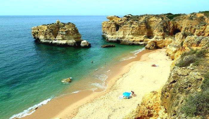 Características das 10 praias mais exclusivas no Algarve