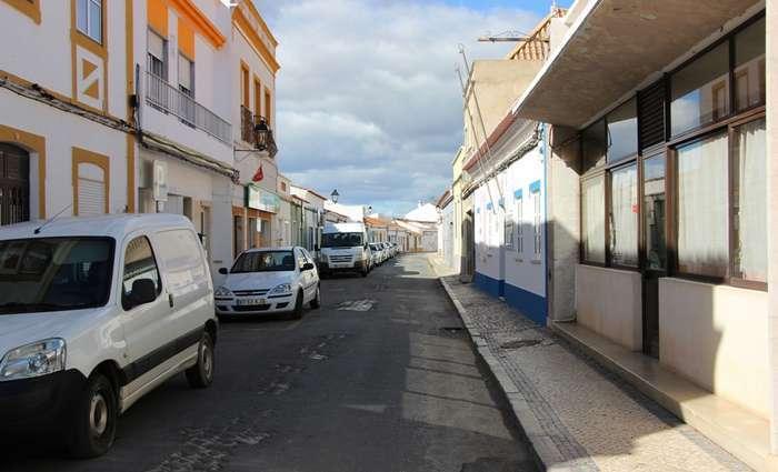 Câmara de Castro Marim repavimenta a Rua 25 de Abril