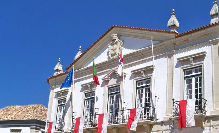 Faro anuncia baixa do IMI em 10% para prédios urbanos