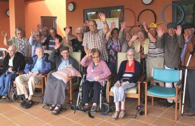 Idosos de Vila do Bispo assistem ao Portugal x Letónia