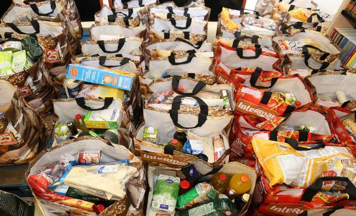 Câmara de Vila do Bispo distribui Cabazes de Natal