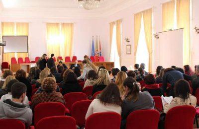 Faro reforça o efetivo das escolas com mais 45 assistentes