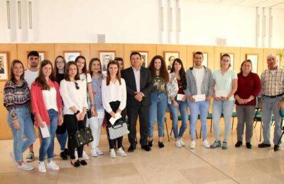 Jovens de Alcoutim recebem bolsas de estudo Dr. João Dias