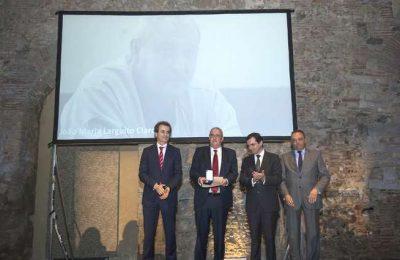 Dr. Larguito Claro distinguido pelo Ministro da Saúde