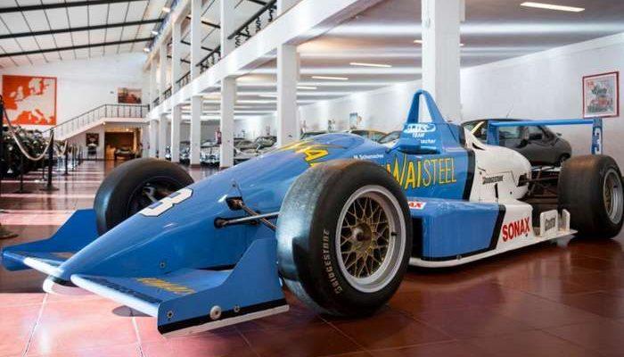 Fórmula pilotado Schumacher exposto no Motorclássico