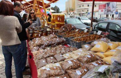 Folares e doces tradicionais na Feirinha de Páscoa em Altura