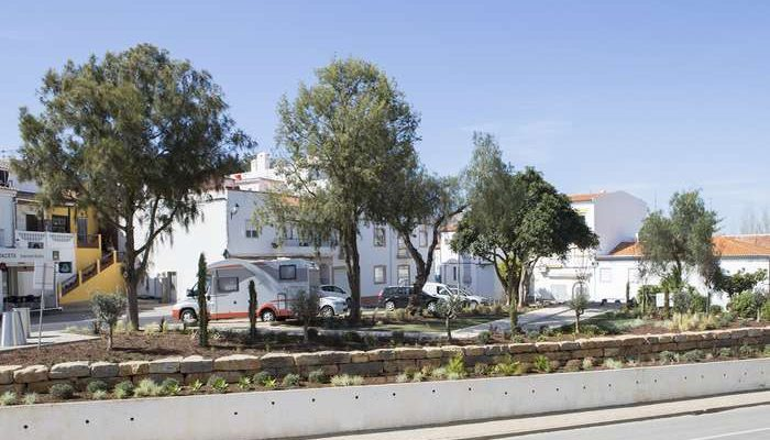 Câmara de Lagoa renovou o jardim na Mexilhoeira da Carregação