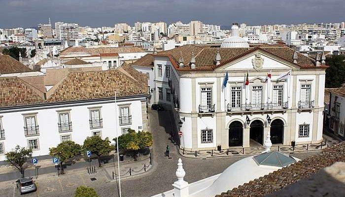 Município de Faro fiscaliza cafés e bares abertos no concelho