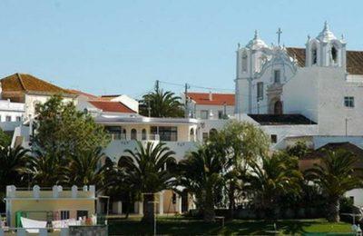 """O Parque Municipal do Sitio das Fontes, em Estômbar, recebe o dia 11 de setembro, o espetáculo da Rede Azul, """"Diz-me, António"""" baseado na obra de António Aleixo."""
