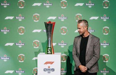 Tiago Monteiro foi o portador do Troféu Oficial do GP Formula 1